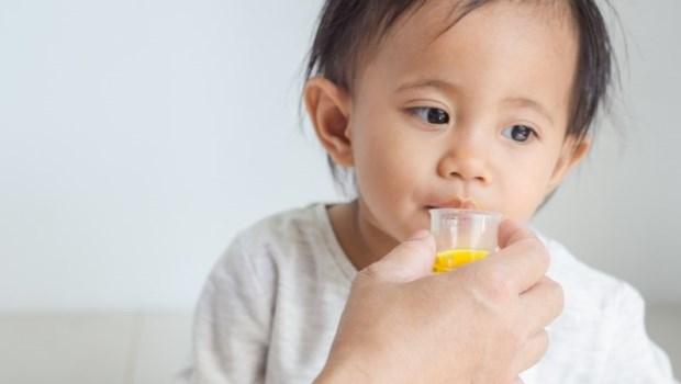 你永遠不知道,上個人是什麼病!藥師告訴你:看見磨粉藥袋,家長應該注意的一件事