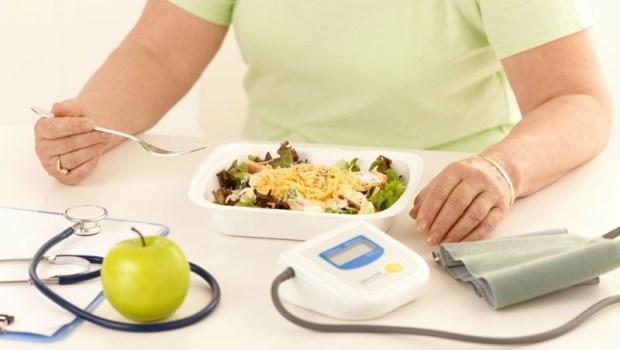 明明吃得很清淡,為什麼膽固醇卻很高?營養醫學專家:這樣的人,小心失智症