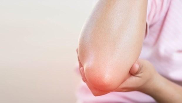 做家事做到手發炎,痛到手舉不起來該怎麼辦?給媽媽們面對「網球肘」的4建議