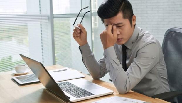 書桌別面對窗戶!不想視力被光線殘害,眼科醫師傳授5招居家照明,燈泡選這種最舒適