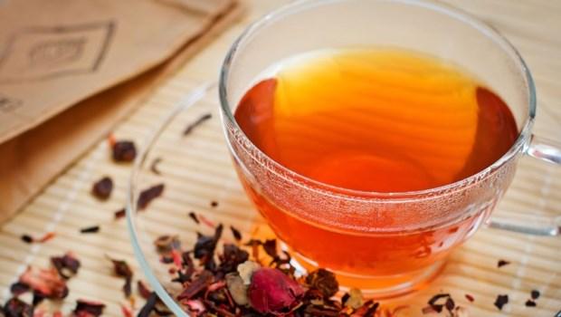秋燥最傷肺!一杯「蜂蜜烏龍茶+●●」止咳通便,滋補養肺又抗老