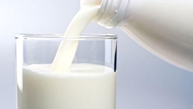 別再喝脫脂奶了!心臟外科醫師用研究告訴你:低脂飲食對身體的2大傷害