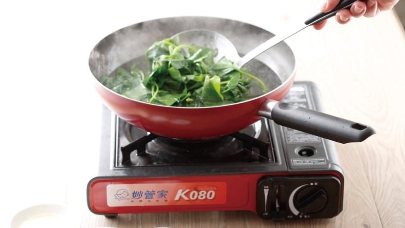 為什麼外面賣的燙青菜,就是比較好吃?因為他們在滾水裡,多加了3種東西