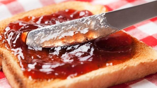 吐司抹醬選擇有水果的比較營養?營養師:別以為果醬好棒棒,你只是在吃糖