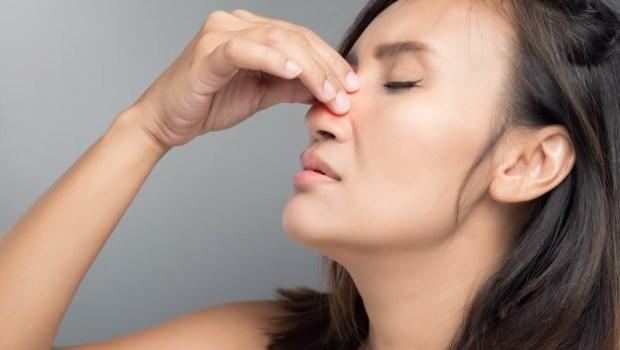 大部分的人都搞錯!醫師告訴你:流鼻血該低頭,還是該往後仰?