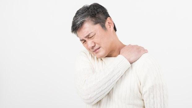 肩膀痛用護肩,為什麼穿了三個月卻越來越痛?復健科醫師揭真相