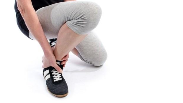 腳踝扭到後,別以為不痛就沒事!物理治療師:關節位移了,做這件事避免一直扭傷