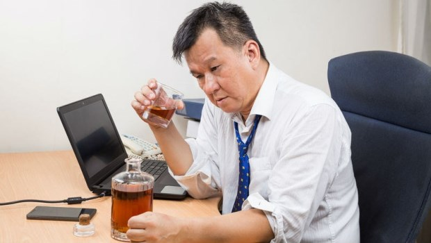 喝酒會臉紅,食道癌機率高50倍!營養醫學博士:臉紅分兩種,這種人一滴酒都不要沾