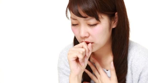 藥師揭露廣告沒說的那些事》「一定要配溫開水,15分鐘咳嗽OUT!」這款咳嗽藥粉真那麼有效?