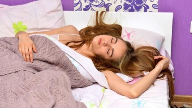 諾貝爾獎得主解開「生理時鐘基因」的秘密》睡眠博士告訴你:為何假日不能晚起超過2小時?