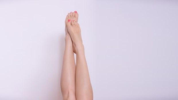 腳好痠?物理治療師:抬腿就好,千萬別靠牆