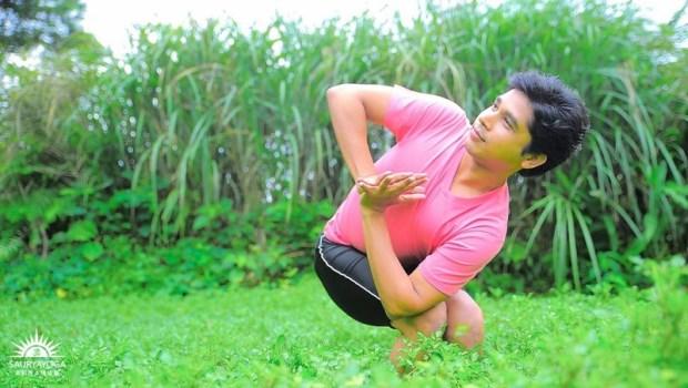 坐著扭腰,按摩內臟促代謝!印度瑜珈大師:3個「抗發炎瑜珈」讓身體回春