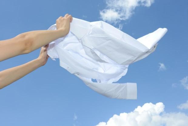 冬天衣服很難晾乾,還會有霉味?日本家事女王傳授:短時間把衣服晒乾的3大訣竅
