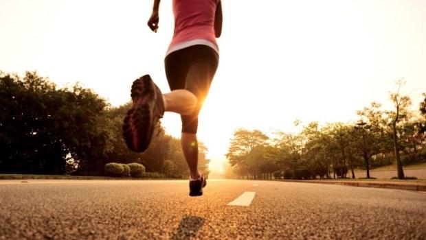 全球發行量最大跑步雜誌《跑者世界》推薦:16位跑步與營養專家...運動醫師自己追蹤這2位