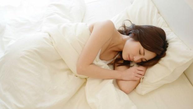 嚴重打鼾等同慢性自殺!營養醫學博士:側睡會更好,3招拯救「睡眠呼吸中止症」