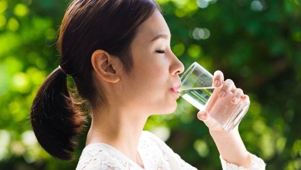 12月最容易發生心臟病!日本名醫:早晚「一杯水」,降30%心血管疾病風險