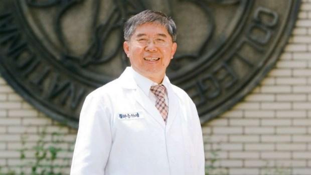 「病人尿液衝到我臉上,不但不生氣,還很高興!」腎臟移植權威李伯璋,38年拯救千名腎友
