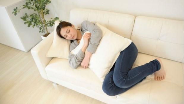 打呼、背痛、胃食道逆流...這些睡姿讓問題更嚴重