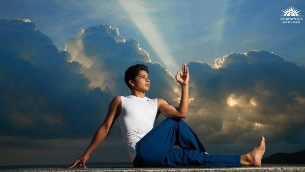 過年在家,扭扭身體就能瘦!印度瑜珈冠軍:3招「排毒瑜珈術」排身體廢物、打擊頑固脂肪