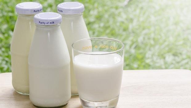 低脂牛乳沒有更健康!2018「每日飲食指南」3大新觀念:每天喝●杯補鈣