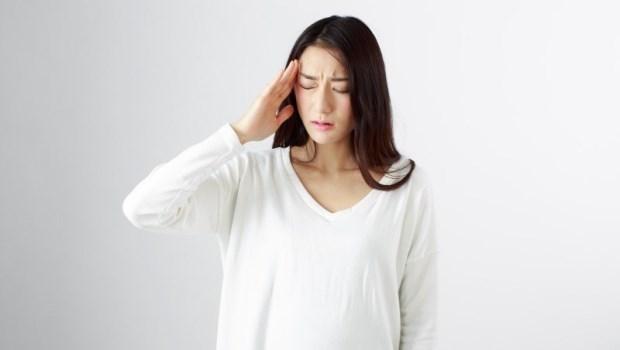 一變天就頭痛,全身不舒服?日本「天氣痛」權威醫師:「對折耳朵」改善頭痛、頭暈、肩膀痛