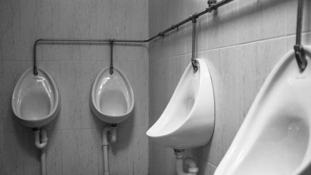 「夜尿」是疾病的徵兆!泌尿科醫師:40歲半夜如廁超過●次,最好去看醫師