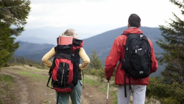 負重登山、瑜伽、皮夾塞屁股口袋...骨科醫師:這「7個動作」可能造成髖關節病變