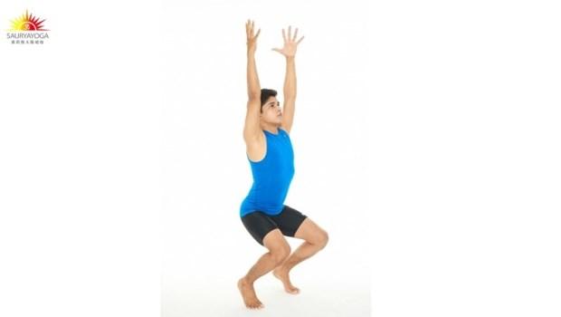 小腿緊繃,竟會造成背、臀部僵硬!印度瑜珈冠軍:「一條毛巾」幫你鬆腿筋、消水腫