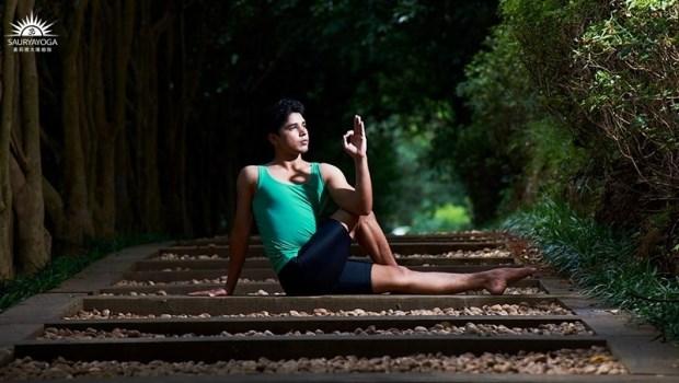 3個動作讓肝臟排毒!印度瑜珈冠軍傳授「瑜珈養肝術」:還能減緩經痛、調節腸道功能