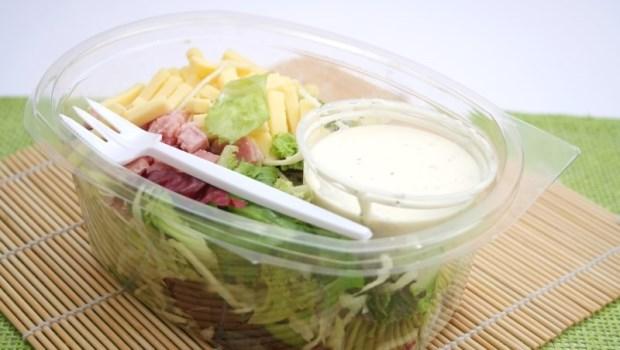 蔬菜吃太少,就到超商買盒生菜沙拉補營養?營養師告訴你:這觀念錯在哪