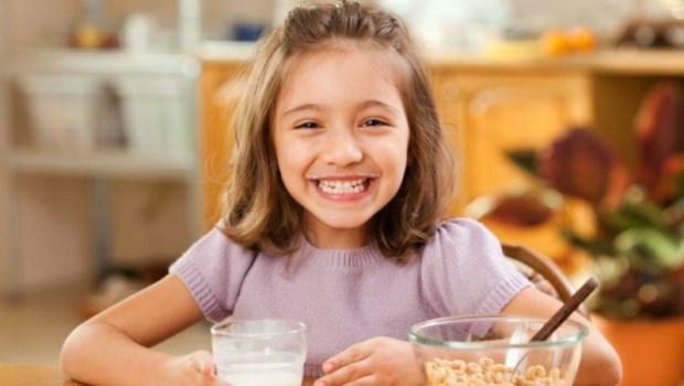 還在準備麵包、起司、牛奶當早餐嗎?研究發現:孩子的早飯,可能比你想的更不健康!