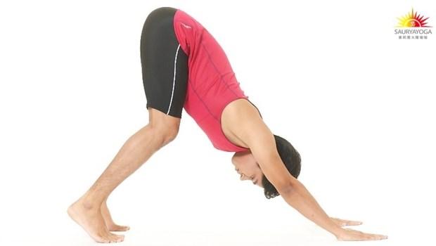 久坐族注意》腿筋緊,會造成髖關節受損!印度瑜珈冠軍:「一個動作」緩解腰背痛