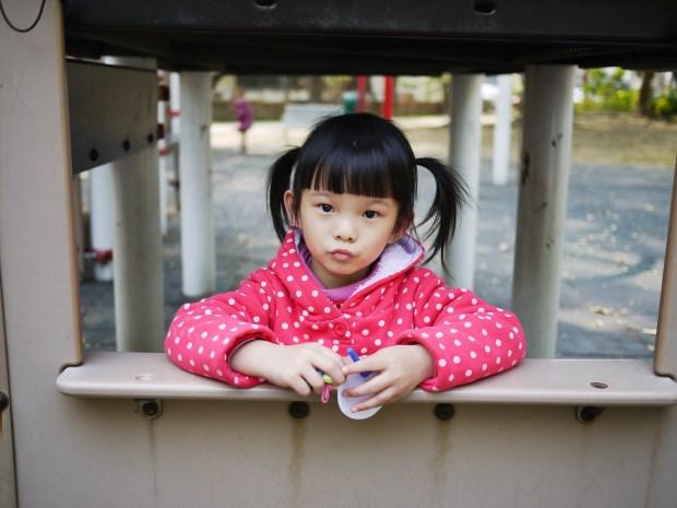 父母的教養態度,決定孩子的玻璃心程度!諮商心理師:面對孩子哭鬧,5種NG行為不要做