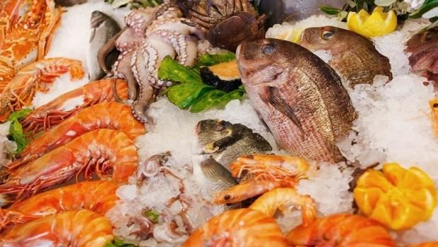 吃到不新鮮蝦蟹,害你皮膚紅癢?食科系教授:4步驟保鮮海產,避免「類過敏性食品中毒」