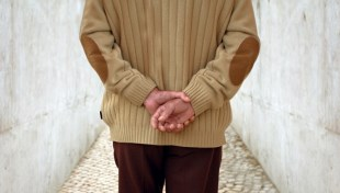 胸悶、心悸、睡眠差...年改事件後,精神科醫師給退休軍公教人員的3建議