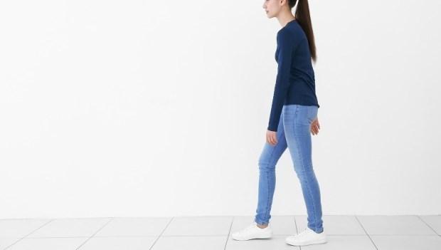 視力變差,竟是走路姿勢引起的?日本整骨治療師:這7種NG走路姿勢,害你全身都是病