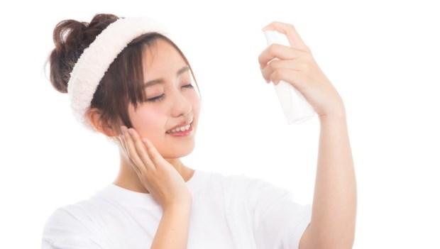 用手輕輕拍打,就能讓化妝水更「滲透」?專家:別傻了!這只會讓你變黑又長斑