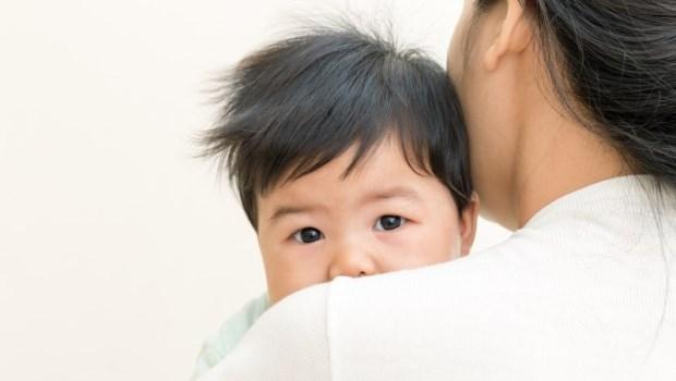 新手爸媽看過來!超神奇~資深專業護理師傳授:3秒鐘讓寶寶不哭的抱法