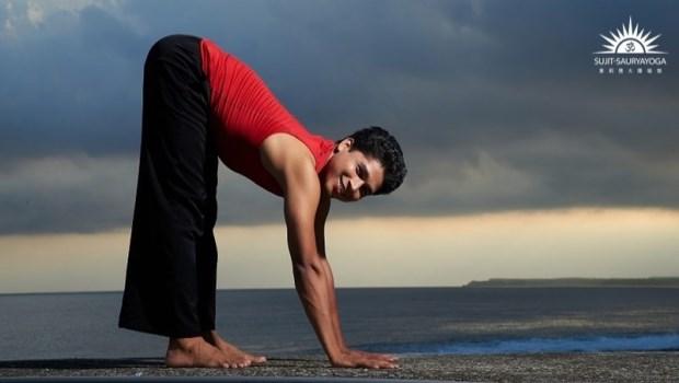焦慮、倦怠、煩躁感...印度瑜珈冠軍推薦:3分鐘「輕瑜珈」,讓身心迅速恢復元氣