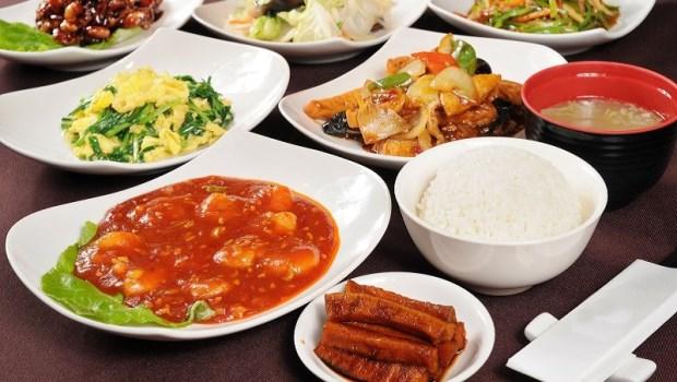 綠色的牛肉、變黑的蝦頭能吃嗎?熱炒店食物迷思一次為你破解