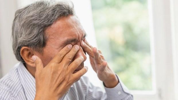 大腦生病看眼睛就知道!眼科醫師警告:這3種眼疾是失智警訊