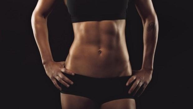 別趁冬天養小腹!體脂高到不可思議...健身教練教妳:1天1組高效運動,找出藏在脂肪裡的腹肌