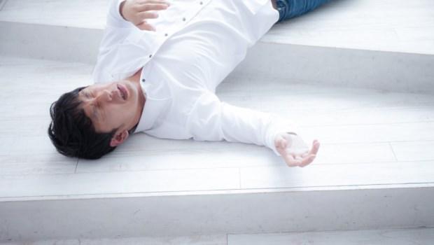 從頭暈眼花到停止呼吸,只要60秒!急救顧問告訴你:猝死前10大身體警訊