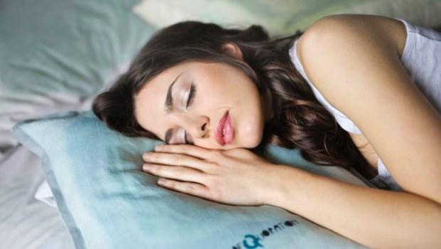睡前泡澡較好入睡?小孩好動是因為睡太飽?睡眠中心醫師破除10大迷思