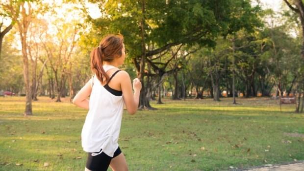 偶爾才運動反而容易中風!慢跑、單車、跳繩...7張圖挑出適合你的「防中風」運動