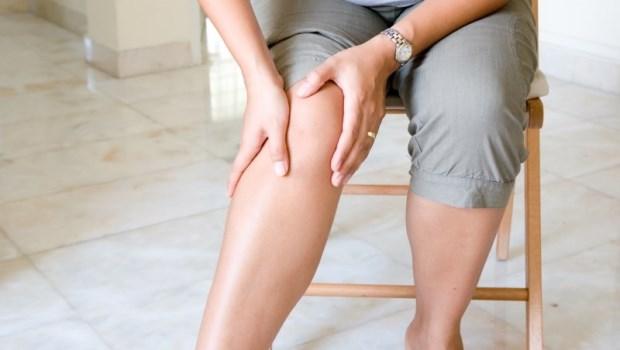 40歲後就容易退化性關節炎!日本「神之手」治療師教你:每天3次,一個動作矯正膝蓋問題
