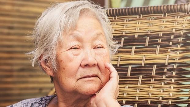 90歲阿嬤愛唸到讓女兒、孫子都想自殺…精神科醫師3招改善:比憂鬱症還難治療的「年老焦慮」