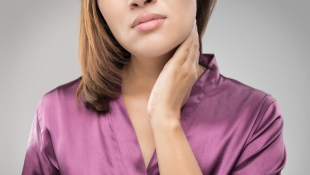 她不菸不酒,脖子疼痛竟是肺腺癌第4期!胸腔科醫師提醒:脖子上出現「這東西」,可能是惡性腫塊