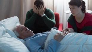 連醫生兒子都選擇欺騙爸爸病情...加護病房裡的一個謊言,讓癌末老兵帶著對家人的怨恨死去