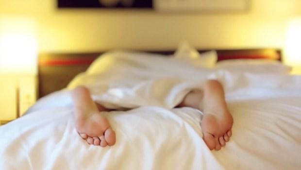 床的生命在「彈簧線圈」!好翻身vs.貼合身體...想維持理想睡姿,專家教你挑床墊3準則